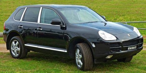 800px-2003-2006_Porsche_Cayenne_(9PA)_S_wagon_01