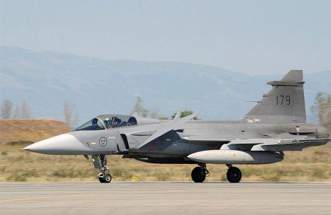 800px-Swedish_JAS-39_Gripen_landing