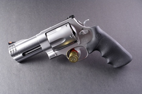 Smith_&_Wesson_Model_500_flickr_szuppo